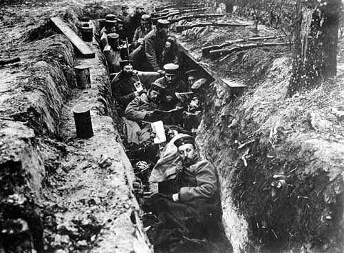 German soldiers in trench, World War I