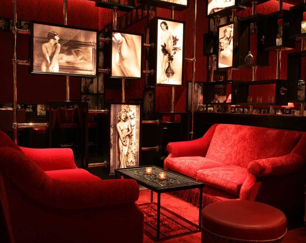 Strip house lounge pr