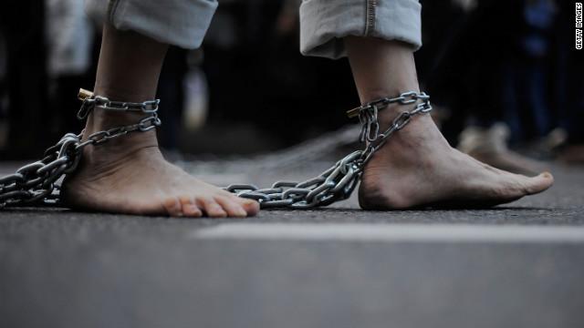Łańcuchy na nogach