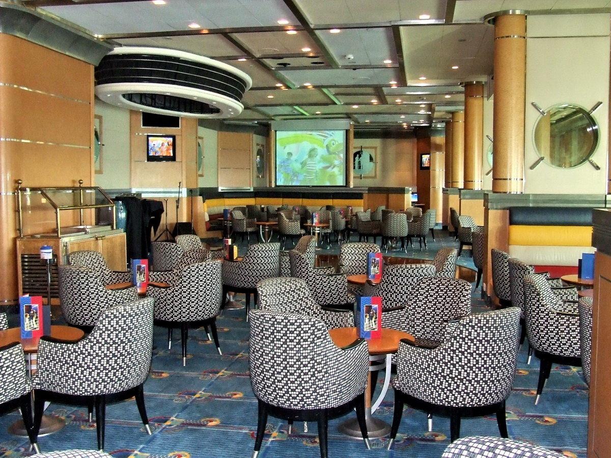 Promenade lounge 8