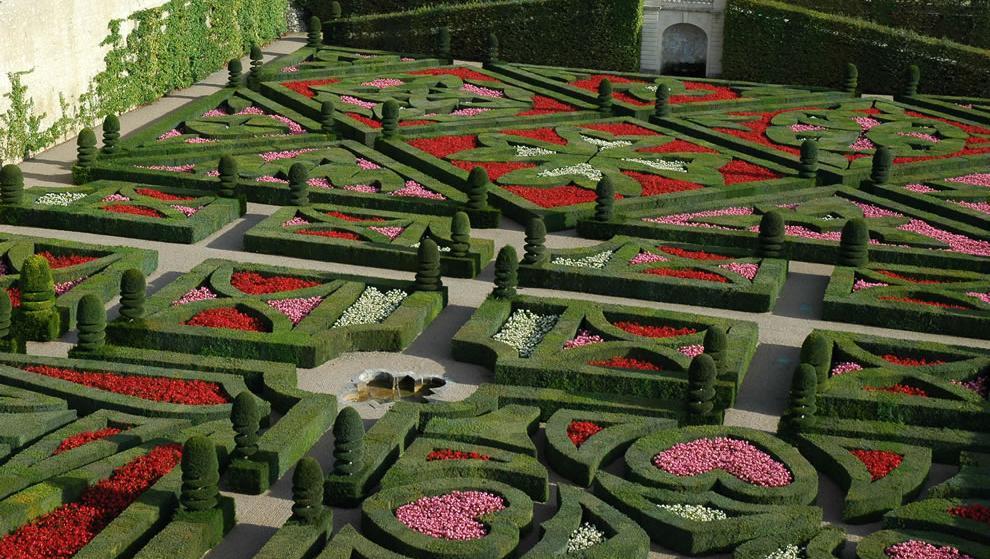 Chateau villandry the love garden geometric garden of crosses maltese cross languedoc cross basque cross fleur de lis lily symbol