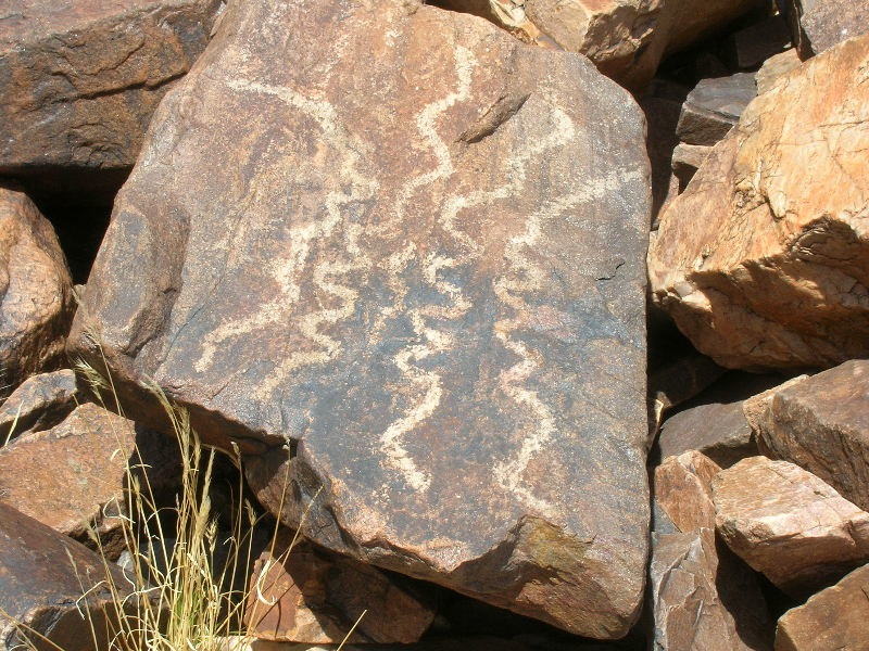 As09 squiggle line snake petroglyphs