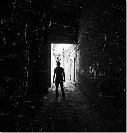 Darcus w korytarzu