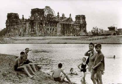 Berlin1945reichstwasser