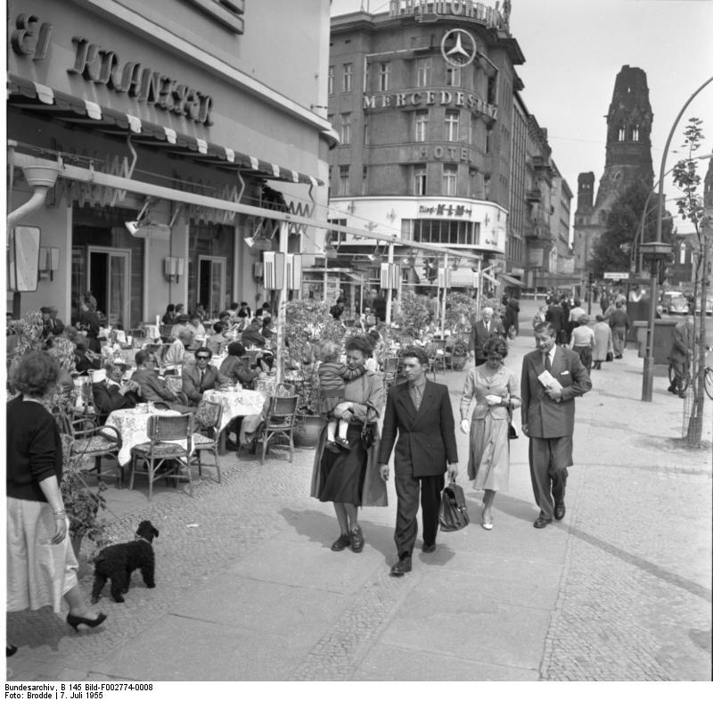 Bundesarchiv b 145 bild f002774 0008  berlin  caf  kranzler