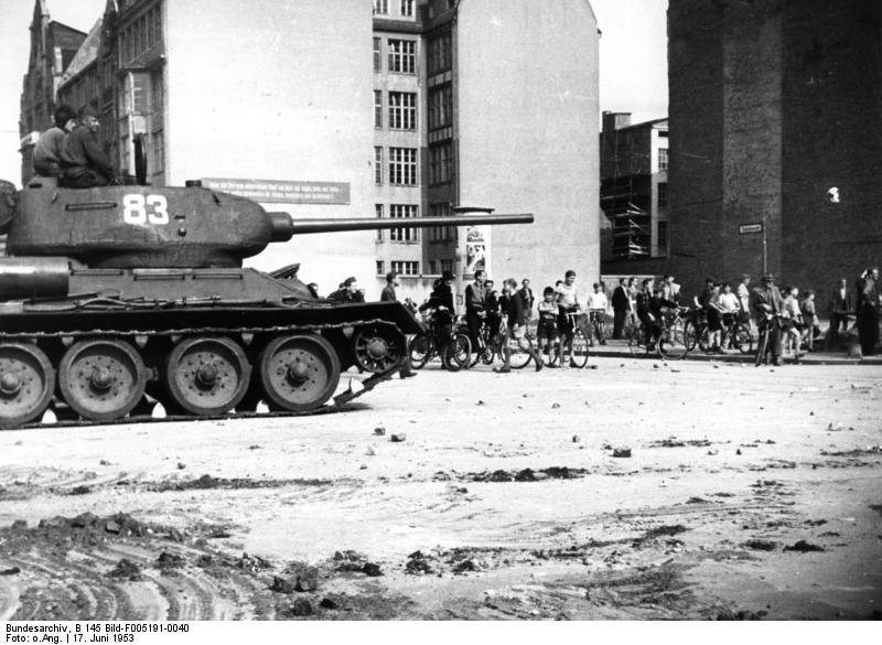 Bundesarchiv b 145 bild f005191 0040  berlin  aufstand  sowjetischer panzer
