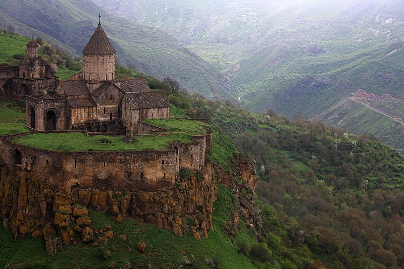 Castle rivenroar