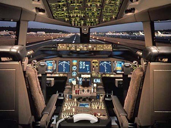 777 flight deck