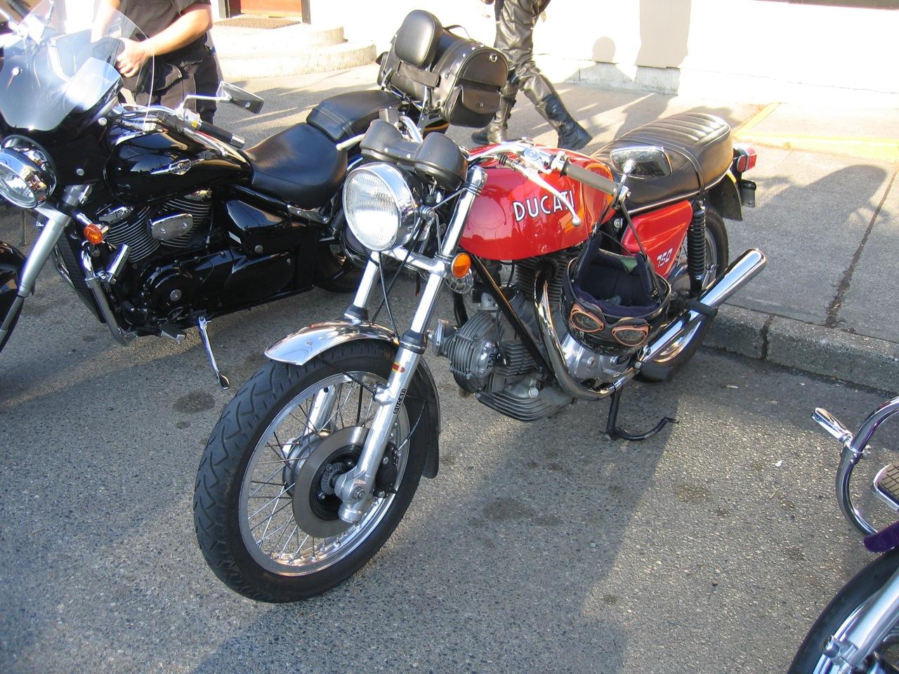 Ducati 750 gt rosso dx